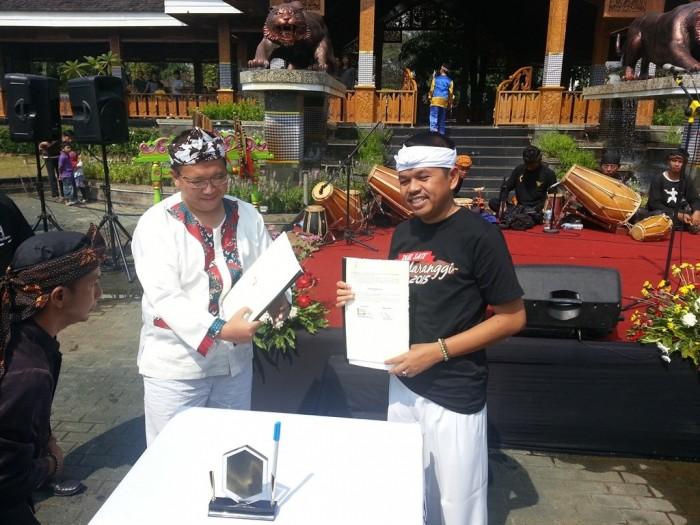 Sekjen Serambi Petani Indonesia Eep S. Maqdir bersama Bupati Purwakarta Dedi Mulyadi jalin kerjasama.