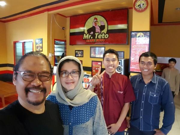 Mejeng bersama Mas Hendri dan Halim di Mr. Teto